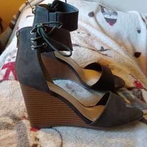 Olive Green Wedges. Size 8
